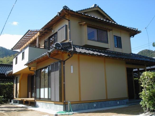 山口市でぬれ縁があり杉板天井のある2階建て現代和風住宅の間取り